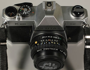 Pentax K1000 shown to display the controls on the lens.